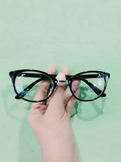 Kacamata cewe