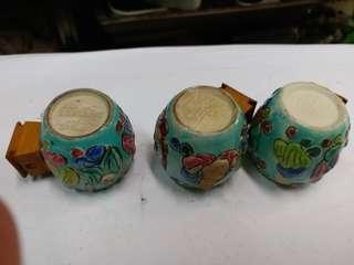 旧蓝釉公仔鸟食杯三隻