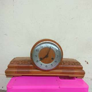 555  15Days Antique Table Clock ,Working Condition -fast offer 1st due