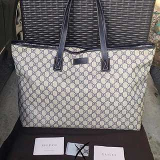Gucci Medium Classic Shoulder Tote