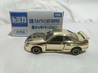 Chrome gold Nissan Skyline GT-R R33