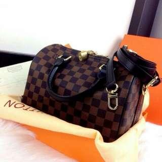 L0UIS VUITT0N Speedy Bandouliere Bag