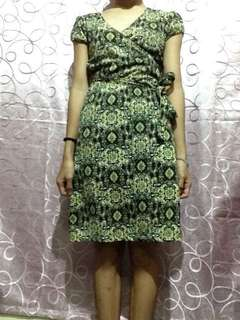 Printed long dress, wrap around appearance in front