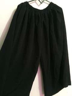 Black celana lebar