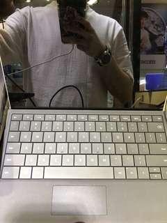 90%新surface 3 2gb ram 64gb ssd 連keyboard