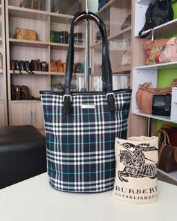 AUTHENTIC BURBERRYS BLUE LABEL BUCKED MADE IN JAPAN TINGGI 28CM X LEBAR 23CM GOOD CONDITION RM390 C.O.D USNASAPRELOVED http://www.wasap.my/60104550163