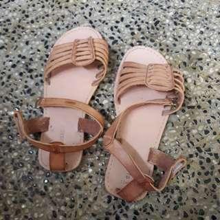 Kids sandal size 10