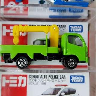Tomica no 7 hino green truck
