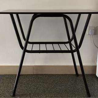 Side Table / Black / Glass-top