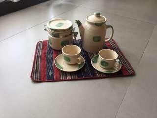 咖啡/茶壺1 只、2 杯/2盤、1 咖啡/茶葉收納罐