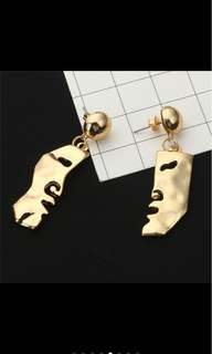 Gold plated sideview earrings