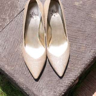Daphne Gold Glitter Pumps Size 240 (Korea) / 7 (US) / 4.5 (UK)
