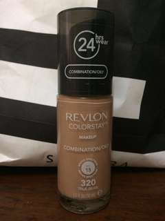 Revlon Colorstay shade 320 ( True Beige)