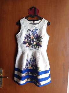 Min dress motif bunga