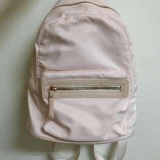 粉色後背小包