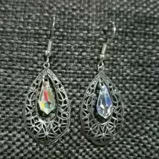 Antique style filigree earring  with swarovski teardrop crystal