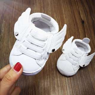 New Baby shoes with wings