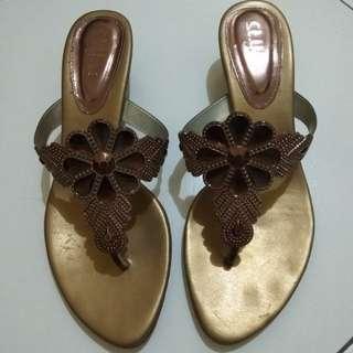 sandal st. Yves