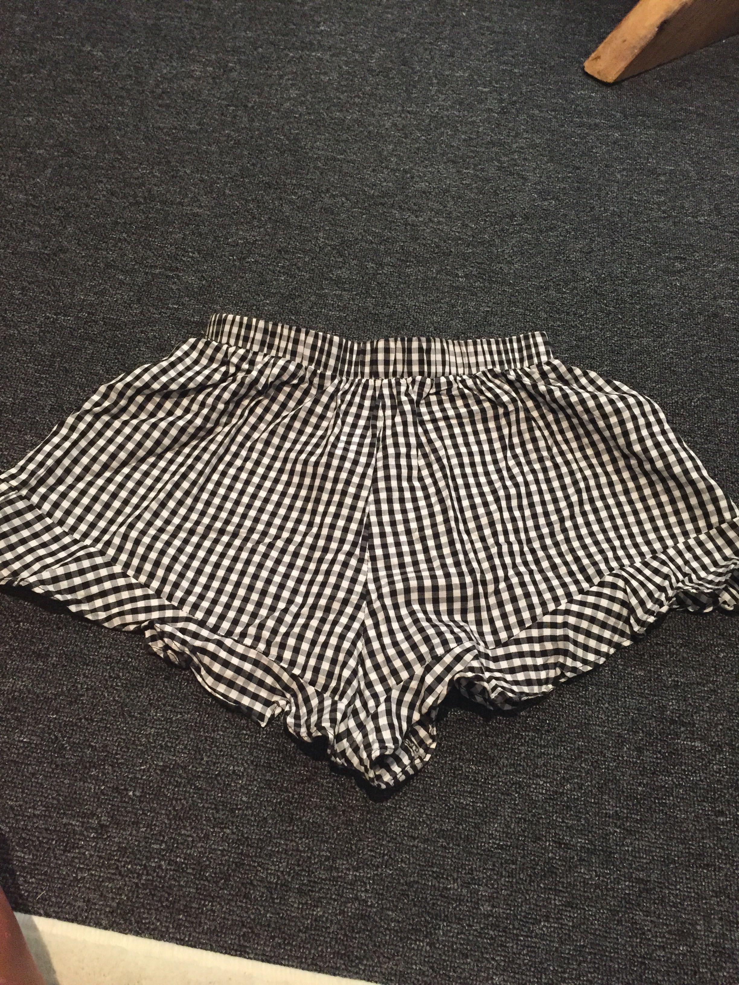 Cute high waisted check shorts with frills