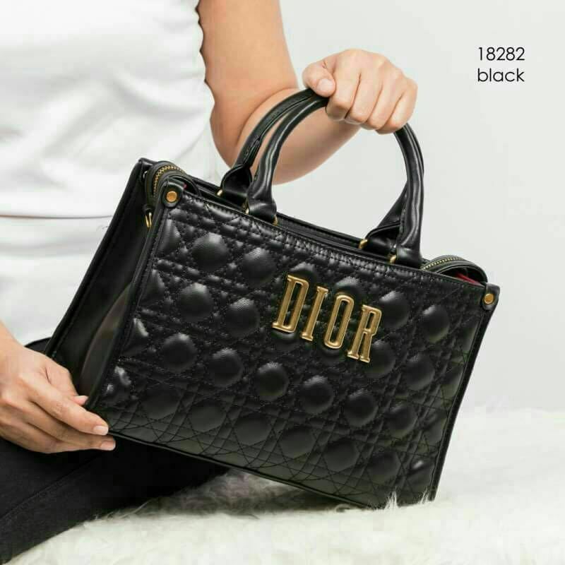 7ab2dfce5ed Dior bag, Women's Fashion, Bags & Wallets on Carousell