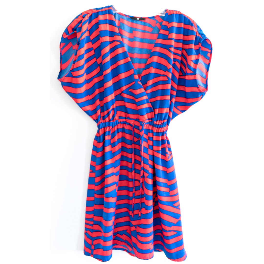 Funky H&M striped red and blue dress. Dolmain sleeve. Size Small. 80-s bright