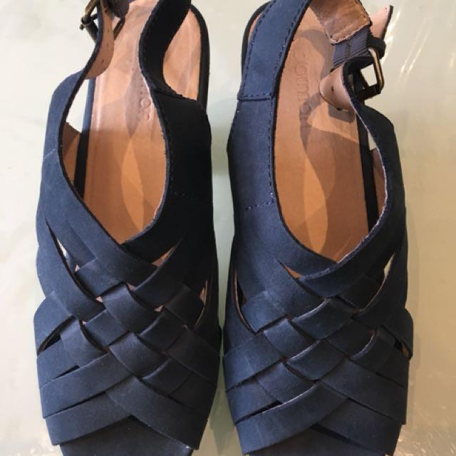 GORMAN Size 40 Navy Leather Clogs