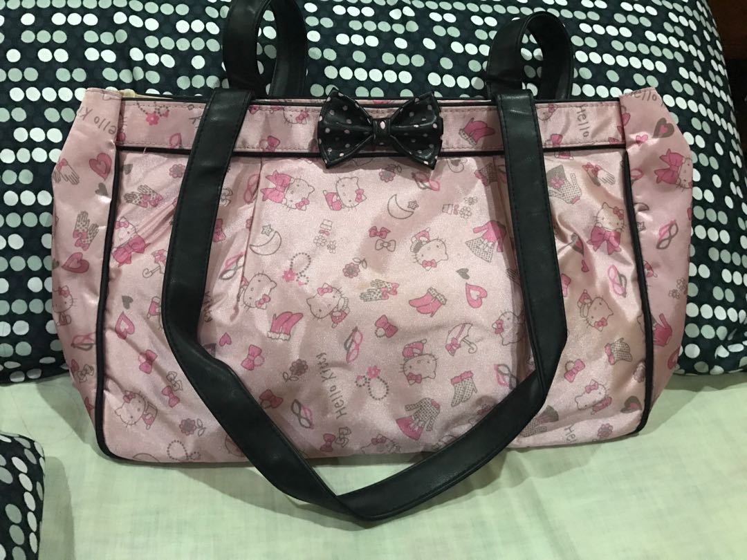 8633a938a Hello Kitty Shoulder Bag, Women's Fashion, Bags & Wallets on Carousell