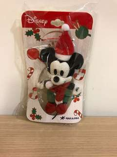 🚚 日本帶回~迪士尼 聖誕節版米奇 全新 可愛 療癒 吊飾 共2隻