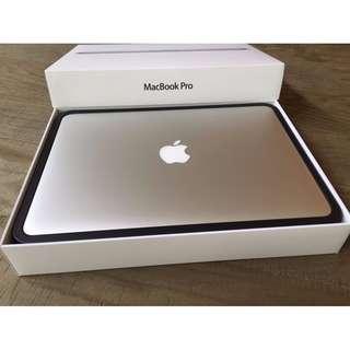 "Macbook Pro (Retina, 13.3"") Full Box Set + Microsoft office + apple care + laptop sleeve."