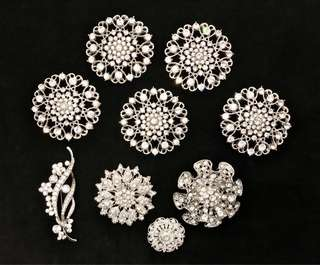 9 Brand new brooches lot