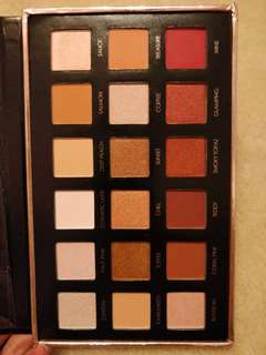 Focallure neutrals eyeshadow palette