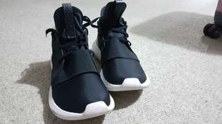 Adidas Tubular Sz 7