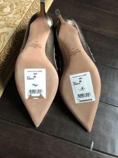 Valentino Garavani Rockstud Pointy toe shoes in Gunmetal Size 9