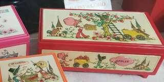 懷舊 日本 兩層音樂盒 紅色 可放相片