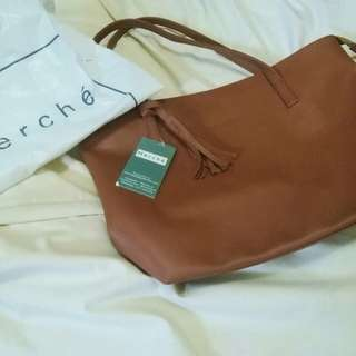 Merche Totebag with zipper and tassel