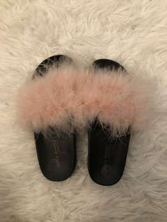 FURRY SLIDES / SLIPPERS