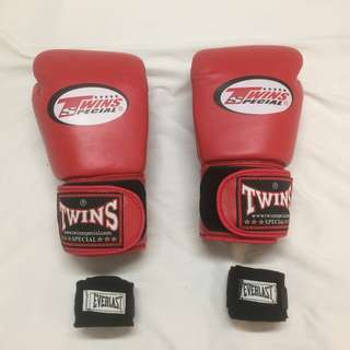 LIKE NEW! Twins Special 12oz Muay Thai Boxing Gloves + FREE Everlast Wrap