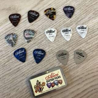 💛💚 guitar picks