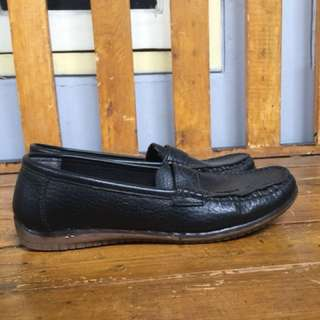 Loafers Hitam