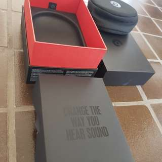 Beats solo 3 headphone case and box