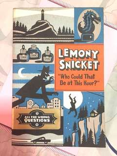 """Lemony Snicket - """"Who Could That Be at This Hour?"""" ALL THE WRONG QUESTIONS (Book 1)"""