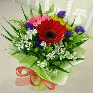 [FREE DELIVERY] 3 Mixed Gerberas Hand-bouquet  (013-GB)