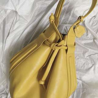 Kaynn Lenor yellow bucket bag