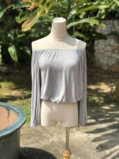 Off the shoulder long sleeve size XS
