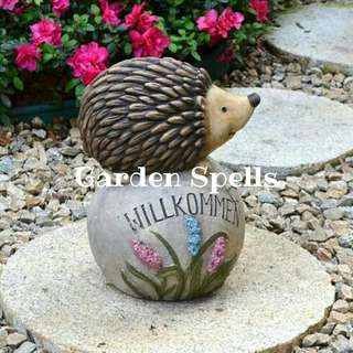 Garden Spells Hedgehog Welcome Stone Decor (Resin)