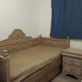 Elegant Day Bed with 3 drawers and side table