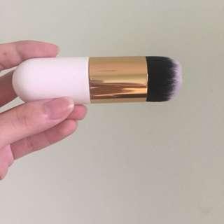 Blush on / foundation brush