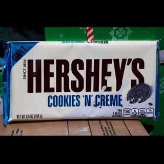 Hershey's Cookies & Cream (Giant bar)