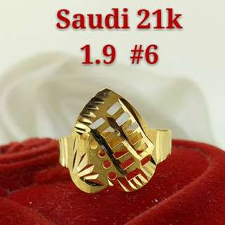 WOMEN'S 21K SAUDI GOLD RINGS ..>.