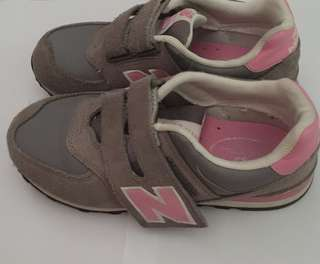 New Balance Shoes (with original shoes box)